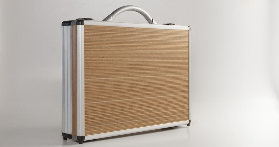 Plexwood® Gefken, high-end business suitcase frontal from modern ocoumé and beech ply end veneer panels