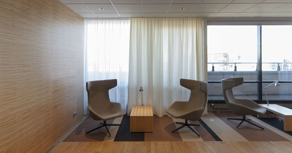 Plexwood® Menzis wall cladding and coffee table for coffee corner in pine re-striping plywood