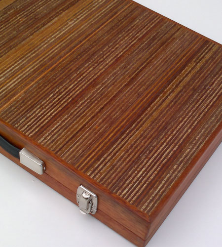 Plexwood® Berculo interior backgammon briefcase of meranti short edge-ply veneer of exposed ply edges and green felt