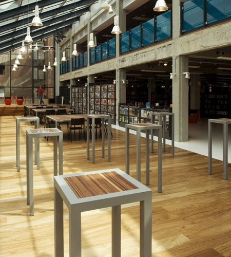 Plexwood® DOK Public Library standing tables in metal construction with meranti end-ply veneer