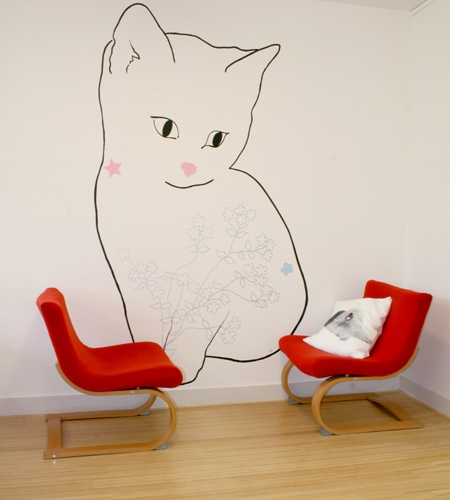 Plexwood® Movement marketing agency floor detail in birch re-glued and pressed surface plywood with red chairs