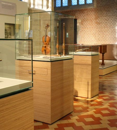 Plexwood® Museum Vleeshuis floor display cabinets in beech reconstituted short end plywood