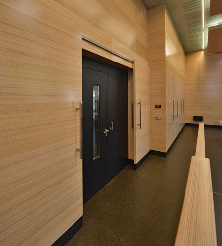 Plexwood® WBG Erfurt detail of the integrated wall cladding and incorporated sliding doors in beech single-ply veneer