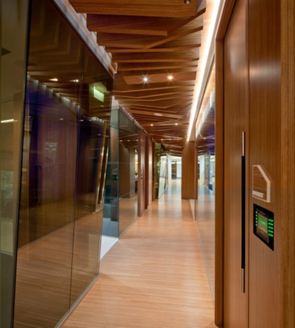 Plexwood® CBRE Global Investors integrated hallway interior with relief ceiling in ocoumé luxury top veneer