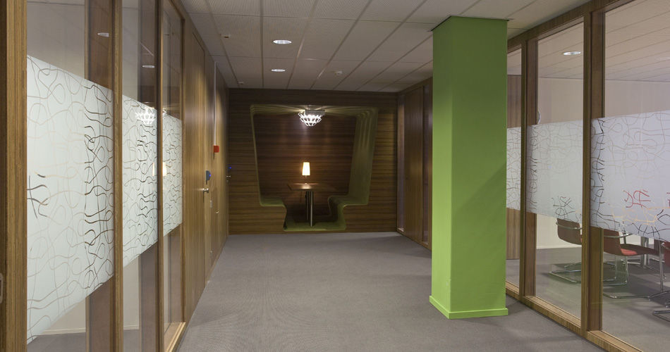 Plexwood® Child Services HQ Utrecht integrated built-in hallway seats in meranti natural chic custom woodwork