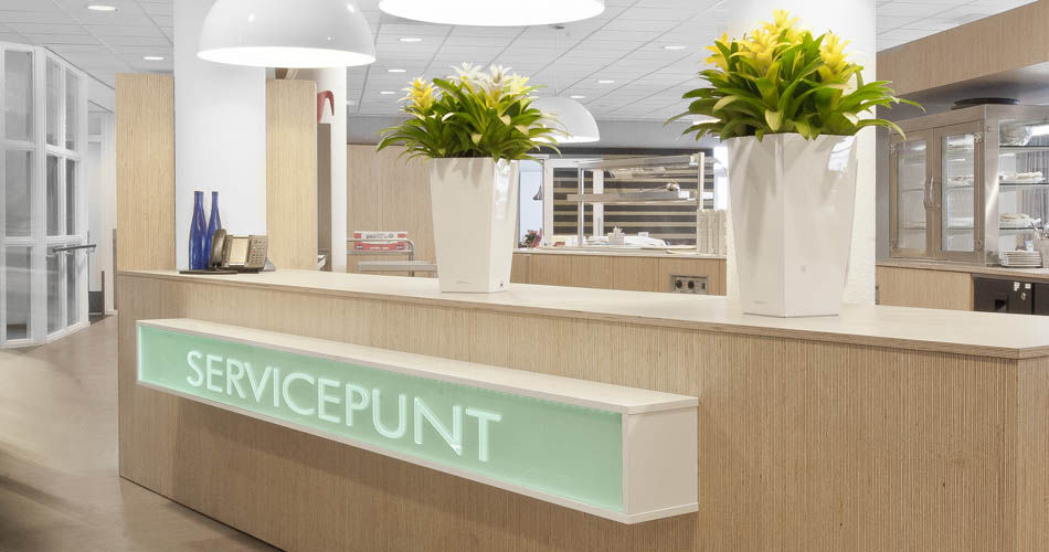 Plexwood® De Meeuwbeemd Nursing Home information desk and food-safe professional kitchen in deal re-glued veneers