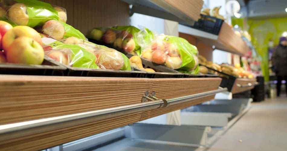 Plexwood® EkoPlaza bespoke professional grocery shelve detail in pine/ocoumé eco sandwich plywood surfaces