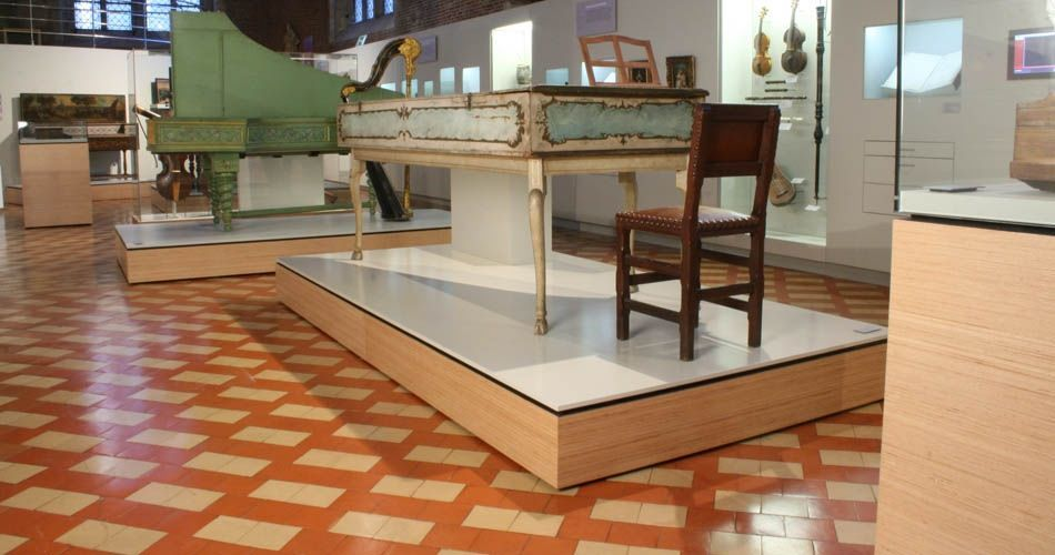 Plexwood® Museum Vleeshuis floor display stages in beech vertical sliced plywood veneer products