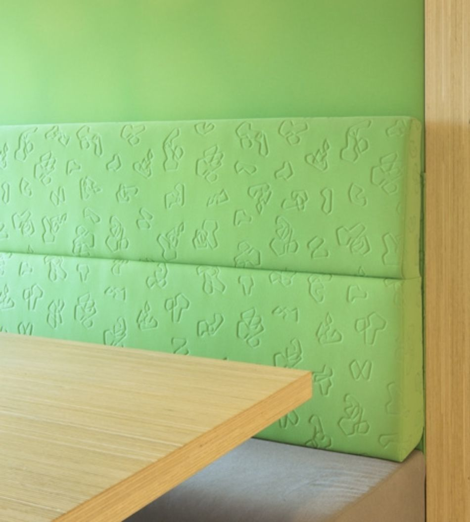Plexwood® State Forest Management (Staatsbosbeheer) seating table close-up in oak eco composite plywood