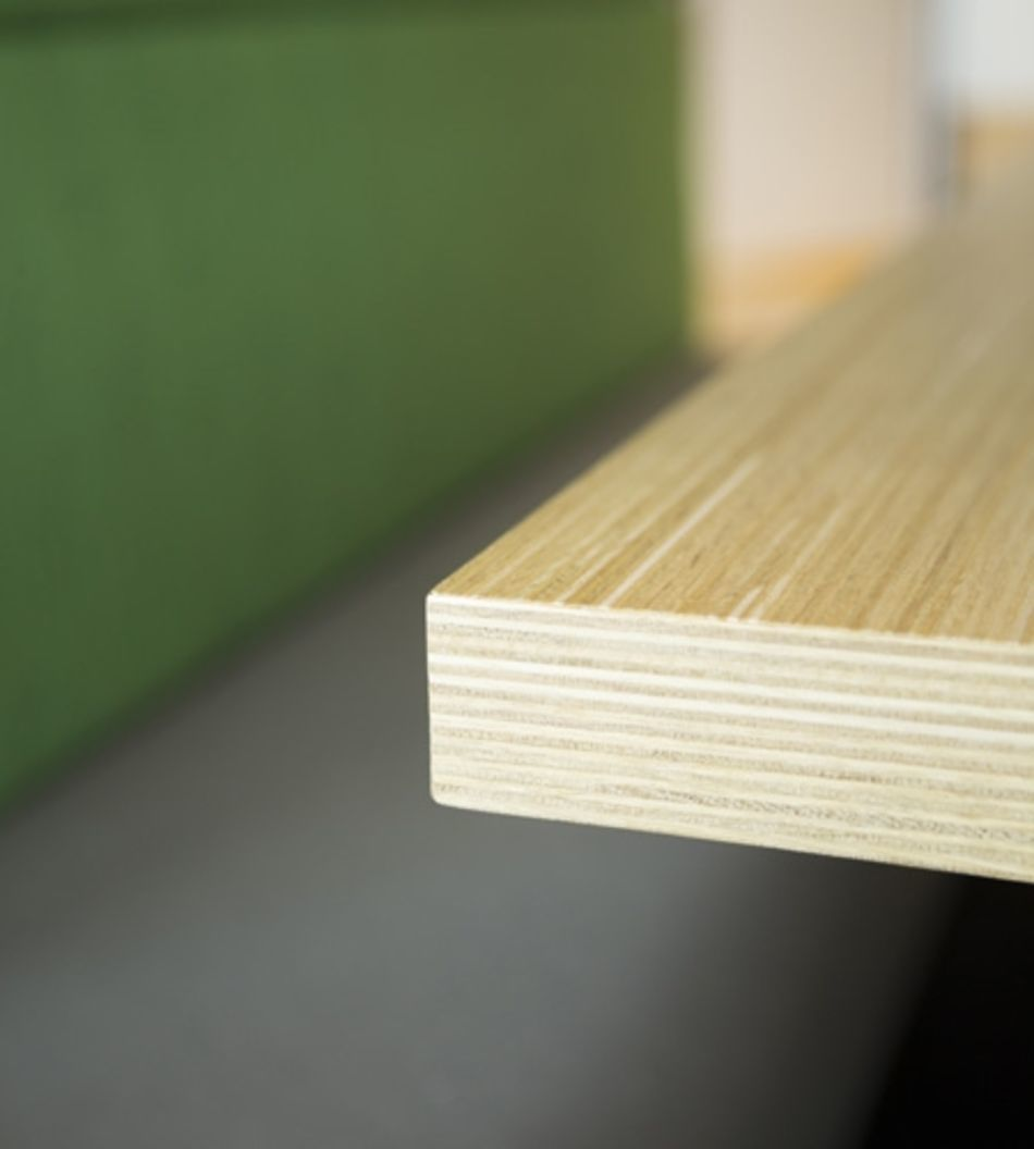Plexwood® State Forest Management (Staatsbosbeheer) table edge detail in oak glued and pressed ply veneers