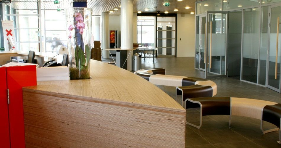 Plexwood® Community District Office Zeeburg reception area and special curved panels