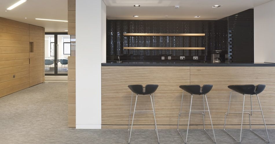 Plexwood® Publicis office on Baker Street London, bar element in lounge area